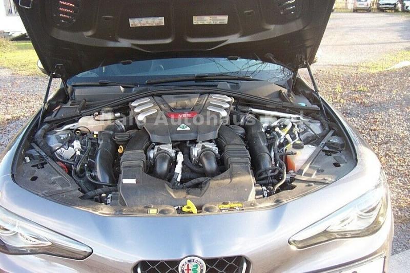 Alfa Romeo Giulia 2.9 V6 Bi-Turbo AT8 Quadrifoglio